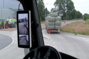 El sistema Mirror Eye de Stronridge reemplaza los espejos retrovisores por funcionales pantallas digitales