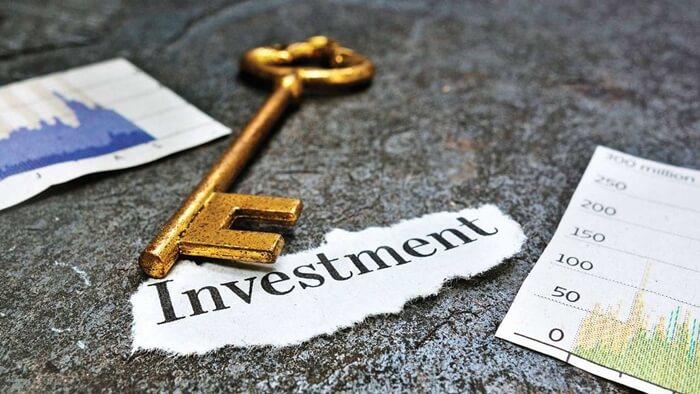 Invertir en bienes raíces versus acciones, ¿Cuál elegir?